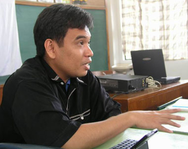Resource person, Bulatlat.com National Consultation in Baguio City (29 March 2003). Click image to view my photos...