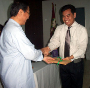 Me receiving two copies of the Plaridel Journal from Dean Nicanor G. Tiongson (26 February 2004, CMC auditorium)