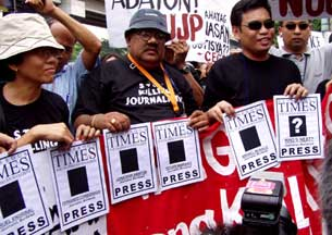 Me at the rally of the National Union of Journalists of the Philippines (NUJP) on 16 August 2004 in front of Camp Crame, Quezon City